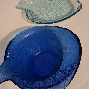 Vintage cobalt and light blue fish shaped bowls 🐟
